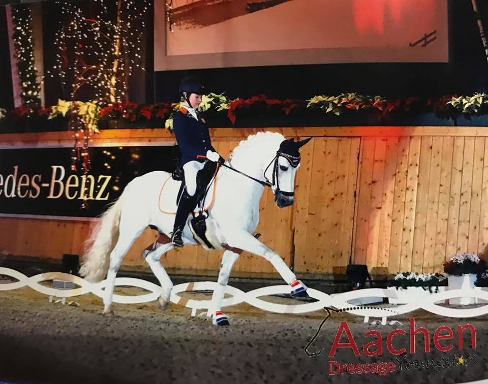 Micky Schelstraete beste Nederlandse ponyamazone in Aken